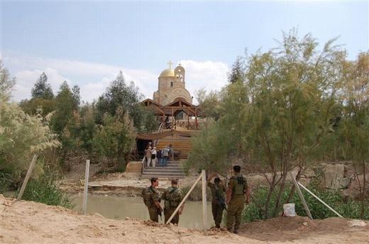 אתר הטבילה. חיילים וצליינים