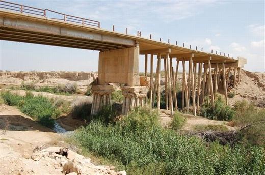 ההמשך של גשר עבדאללה. מעל הנהר על-גבי כלונסאות דקים נגד סחיפה בשיטפון