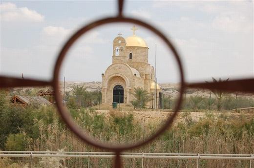 כנסיה בצד הירדני, על גדות נהר הירדן