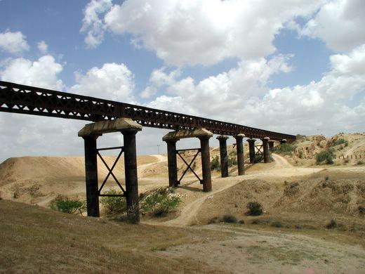 פארק סיירת שקד. גשר ברזל מרשים