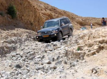 מדבר יהודה לאורך קו המפלים