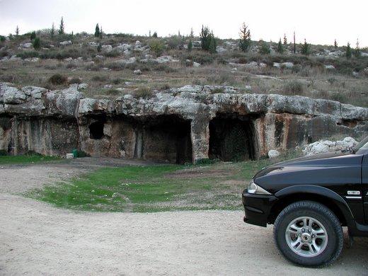 מערות הקבורה בבקעת הנזירים