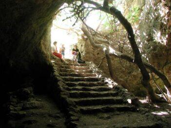 נחל המערה ומערת התאומים