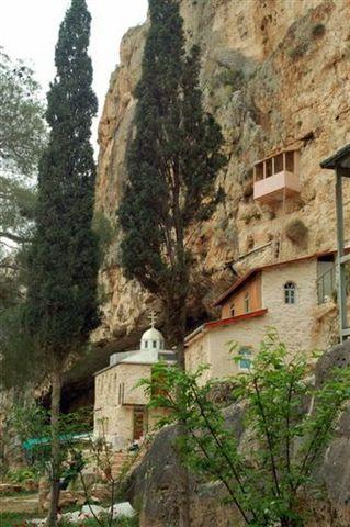המנזר בעין פרת, ואדי קלט. צילום אורי דביר